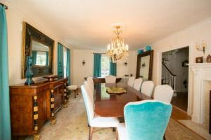GALLAGHER_DINING_ROOM